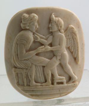 MUO-017193: Žena s Amorom: reljef