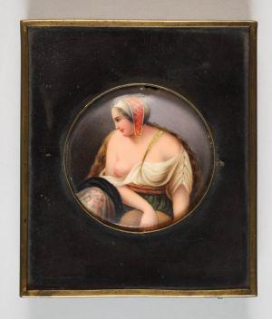 MUO-025465: POLUAKT ŽENE: slika na porculanu