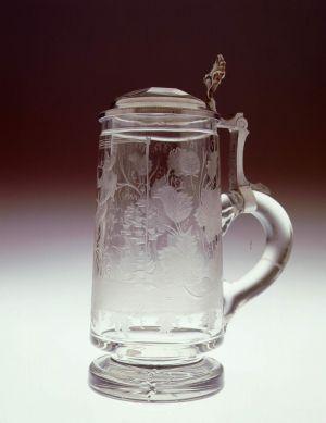 MUO-018669: čaša s poklopcem