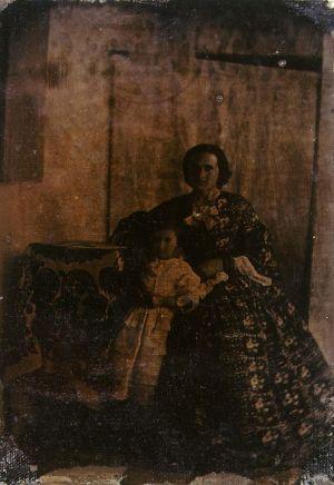 MUO-007065: Majka i kći: fotografija