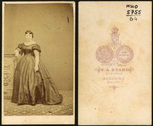 MUO-005755/64: Gospođa u krinolini: fotografija