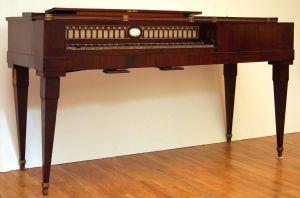 MUO-011564: Stolni klavir: klavir