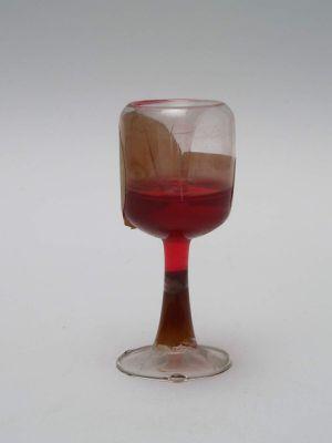 MUO-018742/03: čašica na nožici