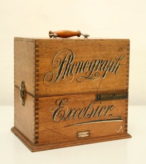 MUO-007387: Phonograph Excelsior: fonograf
