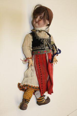 MUO-050220: Beograđanka: lutka