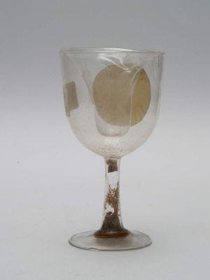 MUO-018742/02: čašica na nožici