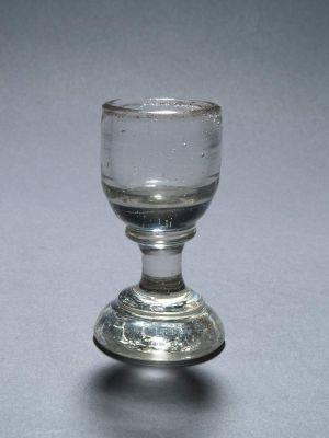 MUO-006221: čašica na nožici