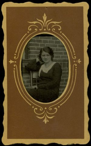 MUO-009496/02: Portret žene: fotografija