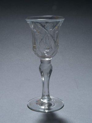 MUO-000712: čaša na nožici