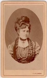 MUO-005755/29: Ženski portret u ovalu: fotografija