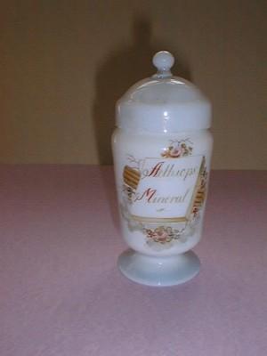 MUO-000877: apotekarska čaša s poklopcem