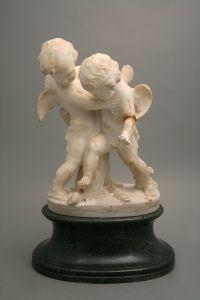 ZAG-0004: Dva krilata amoreta u hrvanju: skulptura