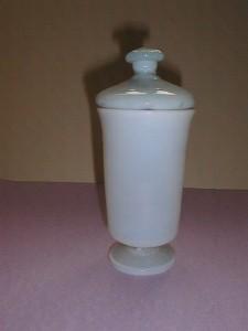 MUO-000867: apotekarska čaša s poklopcem