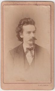MUO-005755/28: Portret mlađeg muškarca: fotografija