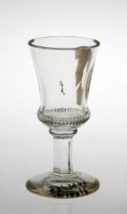 MUO-004982: čašica na nožici