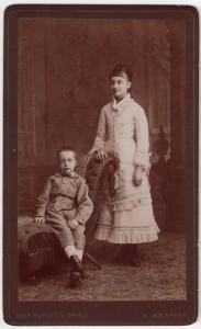 MUO-008679/82: Majka i sin: fotografija