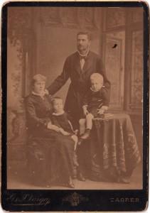 MUO-005563/04: Obitelj Loretić: fotografija