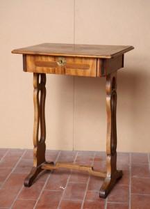 MUO-012384: stolić za šivanje