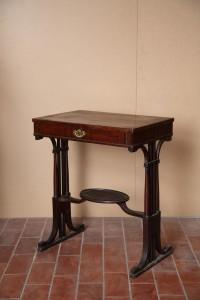 MUO-002558: stolić za šivanje