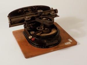MUO-026034: Geniatus: pisaći stroj