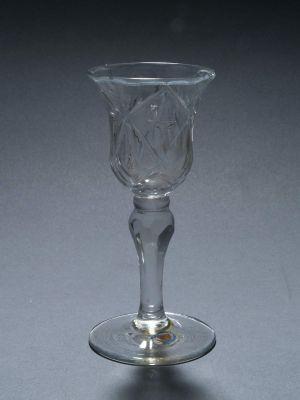 MUO-000710: čaša na nožici