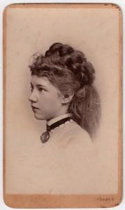 MUO-007559: Portret mlade žene: fotografija
