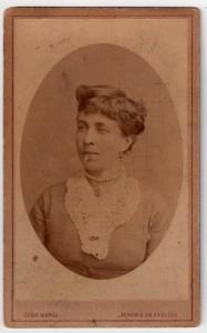 MUO-005563/02: Žena u ovalu: fotografija