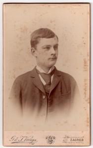 MUO-005551/11: Mladić s kravatom: fotografija