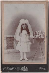 MUO-055482: Portret djevojčice u bijelom: fotografija