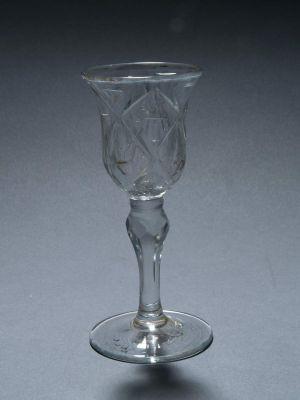 MUO-000708: čaša na nožici