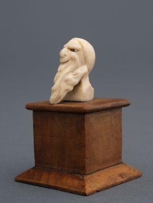 MUO-000243: Glava starog Židova: kip