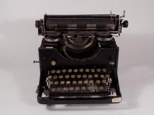 MUO-026052: URANIA: pisaći stroj