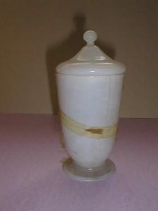 MUO-000869: apotekarska čaša s poklopcem