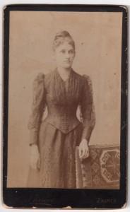 MUO-005551/10: Portret mlade žene: fotografija