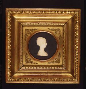 MUO-005397: Lik žene: reljefni portret
