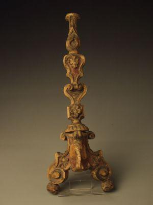 MUO-008670/02: oltarni svijećnjak: svijećnjak