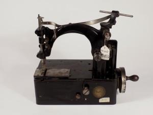 MUO-016858: BEKA: šivaći stroj