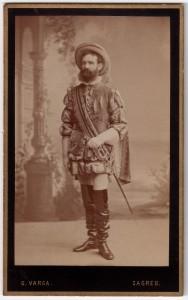MUO-005755/49: Muškarac u kazališnom kostimu: fotografija