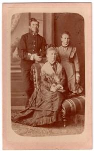 MUO-005755/19: Obiteljski portret: fotografija