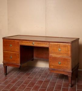 MUO-012366: pisaći stol