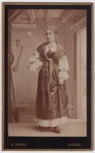 MUO-005755/54: Gospođica u kazališnom kostimu: fotografija