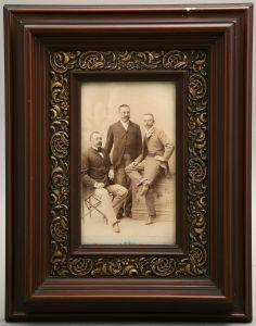 ZAG-0037: Fotoportret trojice muškaraca: fotografija