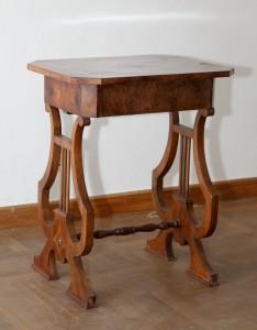 MUO-017057: stolić za šivanje