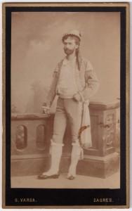 MUO-005755/50: Muškarac u kazališnom kostimu: fotografija