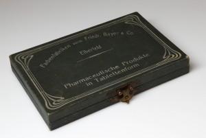MUO-034879: Pharmaceutische Produkte in Tablettenform: kutija s poklopcem