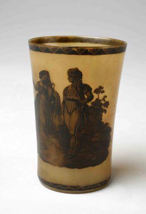 MUO-000292: Ljubavni par - prizor: ukrasna čaša