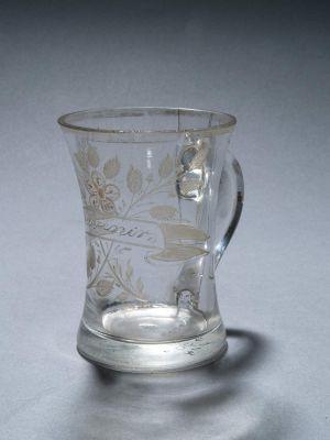 MUO-006006: čaša s ručkom