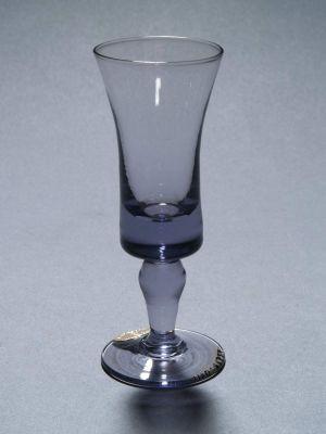 MUO-011326: čašica na nožici