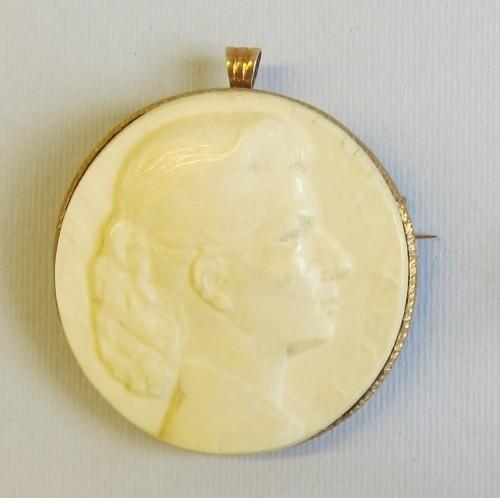 MUO-045854/01: medaljon