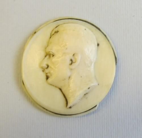 MUO-045851: medaljon